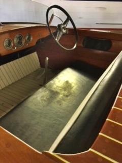 1950 17' Chris Craft Special Runabout, forward cockpit