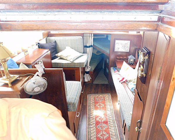 1960-richardson-31-ft-express-cruiser-for-sale-main cabin
